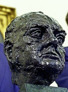 Churchilll bust to return to Oval Office